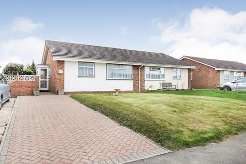 2 bedroom bungalow for sale - The Ridgeway, Hailsham, BN27