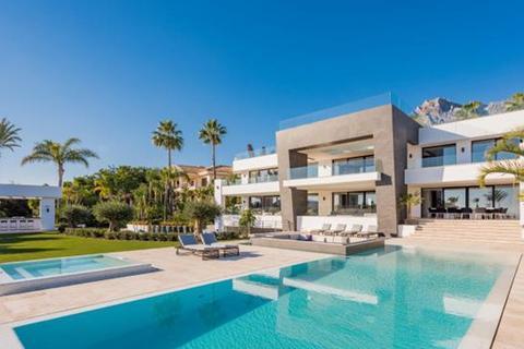 6 bedroom villa  - Sierra Blanca, Marbella, Malaga