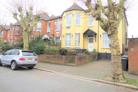 3 bedroom apartment to rent - Methuen Park, London