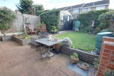 3 bedroom semi-detached house for sale - Ashurst Drive, Chelmsford