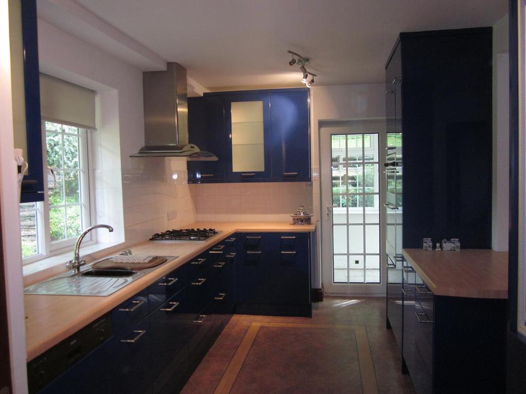 Bryony Kitchen 003
