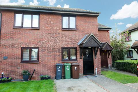 2 bedroom semi-detached house to rent - Page Close, Dagenham