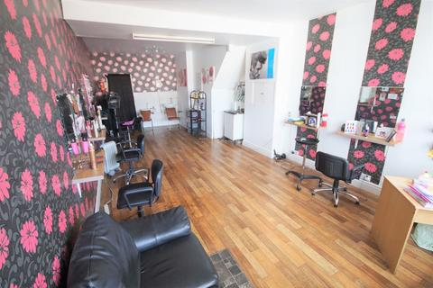 Retail property (high street) to rent - Brays Lane, Coventry, CV2 4DZ