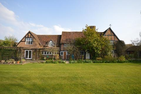 4 bedroom manor house for sale - The Green, Pitstone