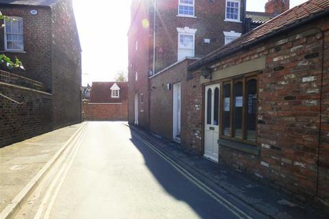 Property to rent - School Lane, Beverley