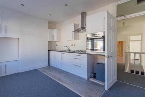 2 bedroom flat to rent - Railway Street, Splott