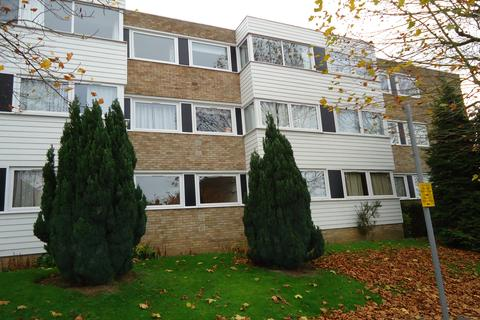 2 bedroom flat to rent - Carlton Close, Upminster RM14