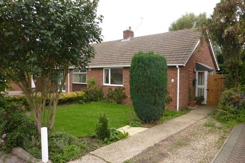 2 bedroom semi-detached bungalow to rent - Tavistock Road, Cambridge