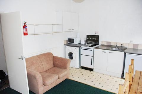 2 bedroom flat to rent - Monmouth Street Flat 2, Broomhall