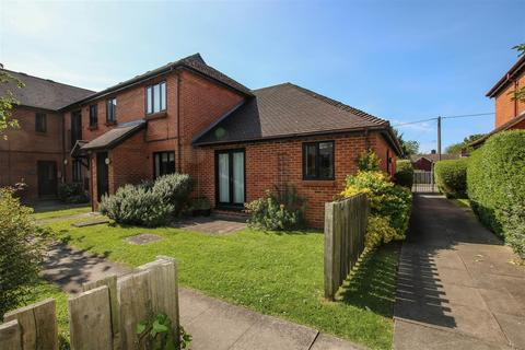 2 bedroom semi-detached bungalow to rent - Plested Court, Stoke Mandeville, Aylesbury