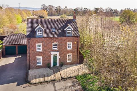 6 bedroom detached house for sale - Andrews Way, Aylesbury