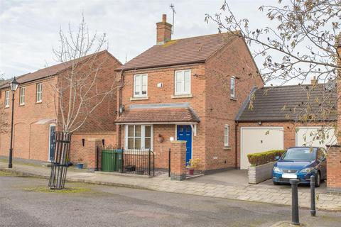 3 bedroom detached house for sale - Parmiter Close, Aylesbury