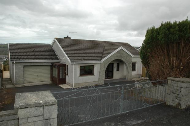3 Bedrooms Detached Bungalow for sale in Heol Y Gof, Newcastle Emlyn, Carmarthenshire