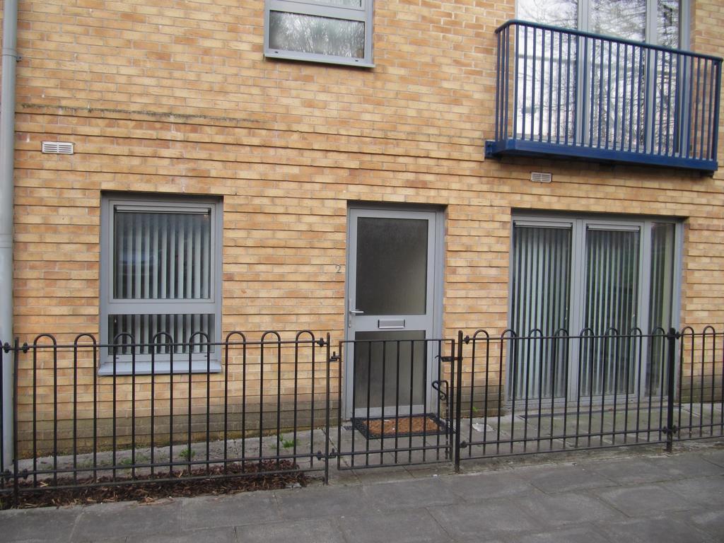 priestley road basingstoke 1 bed flat to rent 725 pcm. Black Bedroom Furniture Sets. Home Design Ideas