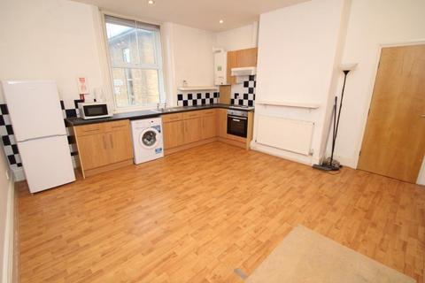 2 bedroom flat to rent - THE GABLES, HORSFORTH, LEEDS, LS18 5PJ