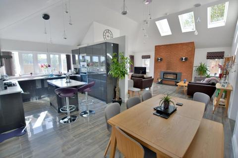 4 bedroom detached bungalow for sale - Ashley Cross, Poole, BH14 0LP