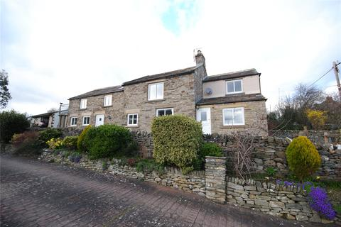 3 bedroom detached house for sale - Harmby Bank, Harmby, Leyburn, North Yorkshire, DL8