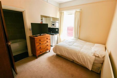 Studio to rent - Landguard Road, Southampton