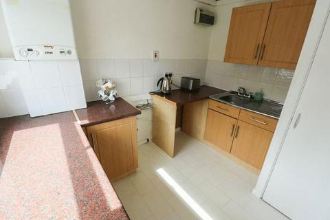 2 bedroom apartment to rent - Warren Close, Tipton