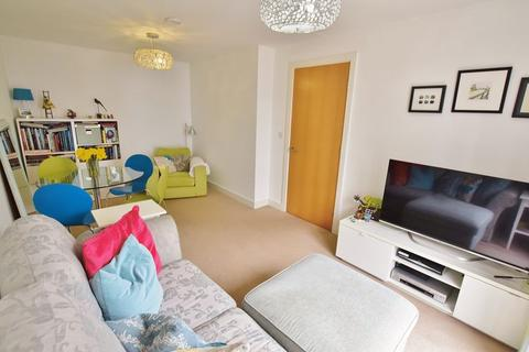 2 bedroom end of terrace house for sale - Markendale Place, Salford