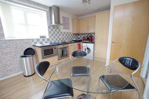 2 bedroom apartment to rent - Brackendale Court, Thackley. BD10