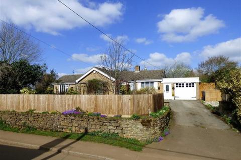 2 bedroom detached bungalow for sale - Bell Lane, BYFIELD, Northants