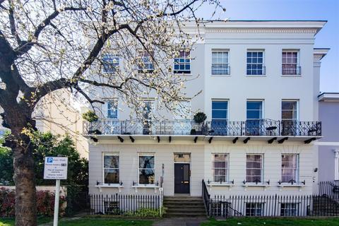 1 bedroom apartment for sale - Pittville Lawn, Cheltenham