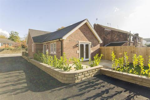 2 bedroom detached bungalow for sale - The Green, Hasland, Chesterfield