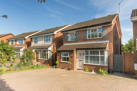 3 bedroom detached house for sale - Anns Close, Aylesbury