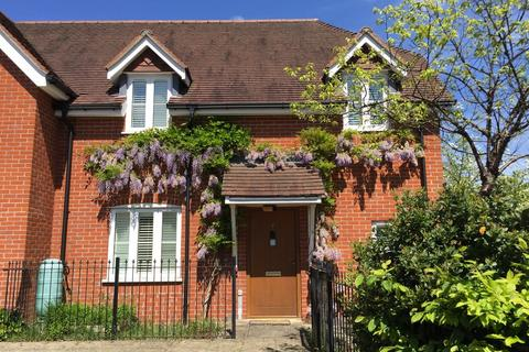 2 bedroom end of terrace house for sale - Lupin Gardens, Winchester