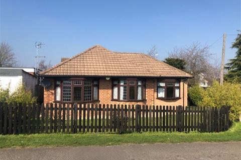 3 bedroom bungalow for sale - Beech Grove, Boothville, Northampton