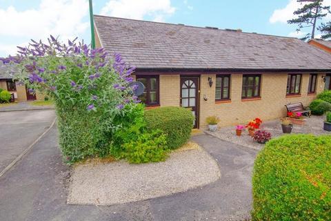 2 bedroom semi-detached bungalow for sale - Maes Berllan, Craig y Don