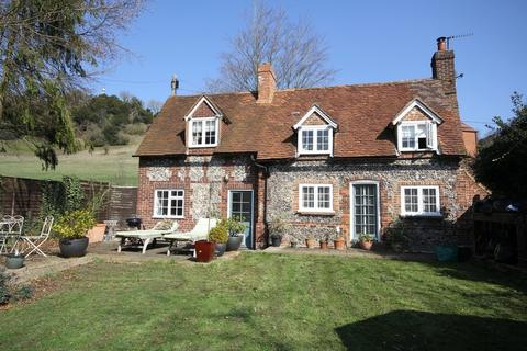 2 bedroom cottage to rent - West Wycombe | Buckinghamshire