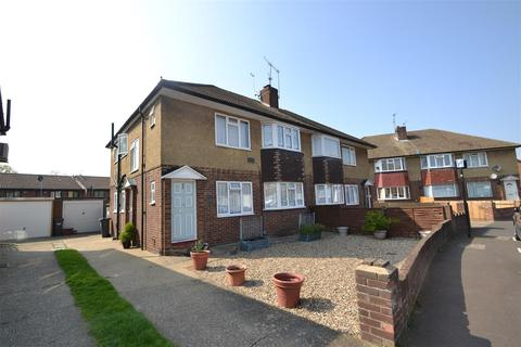 2 bedroom maisonette to rent - Montrose Road, Bedfont