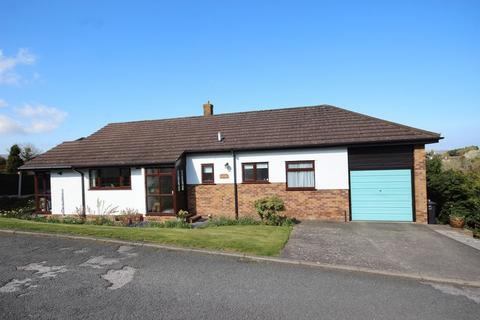 3 bedroom detached bungalow for sale - Tan Y Maes, Glan Conwy
