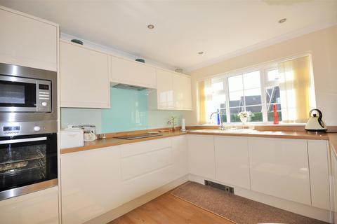 2 bedroom detached bungalow for sale - Lindale, Woodthorpe, York YO24 2SR
