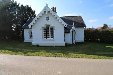 2 bedroom detached bungalow to rent - The Cottage