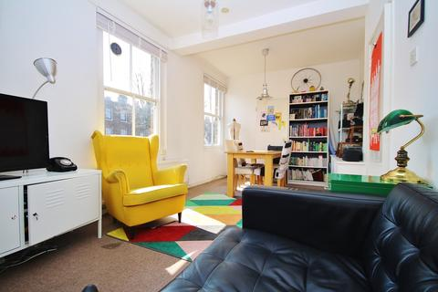 2 bedroom flat to rent - Bay House, Sutton Place, E9