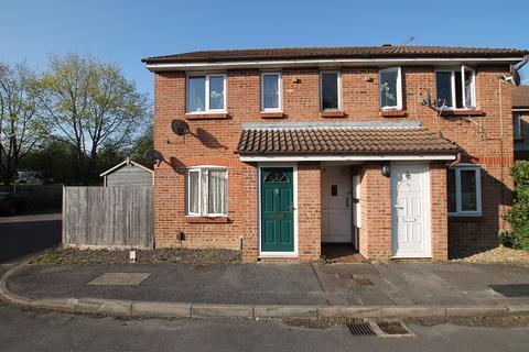 1 bedroom ground floor maisonette to rent - Glenview Close, Crawley, West Sussex. RH10 8AS