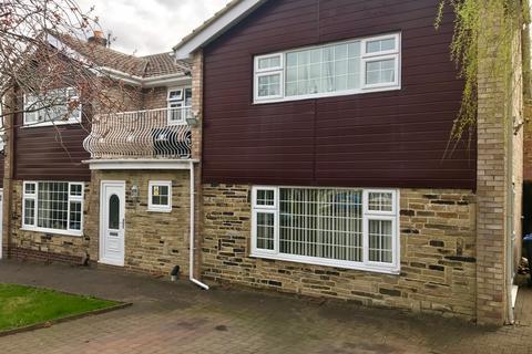 Studio to rent - Aireville Avenue, Bradford BD9