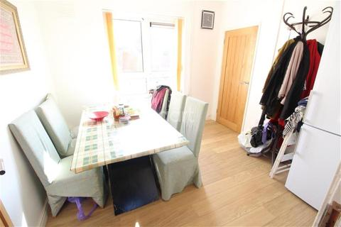 1 bedroom house share to rent - Ringwood Road room to rent