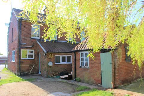 Studio to rent - Webbs Cottages , Main Road, Margaretting, Essex, CM40ER
