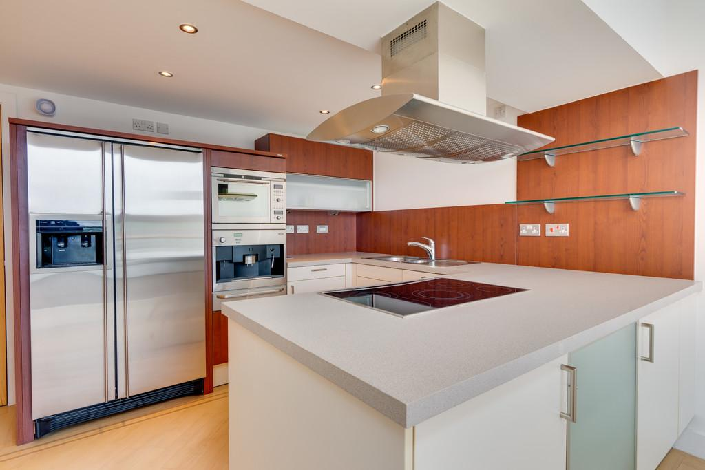 Excellent fitted and equipped kitchen