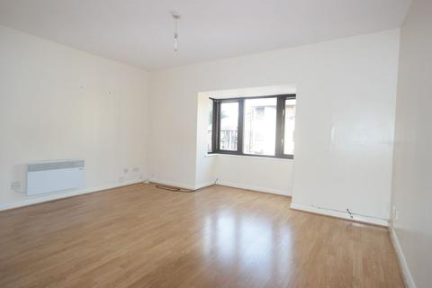 2 bedroom flat to rent - Manor Close, Central Thamesmead, London SE28
