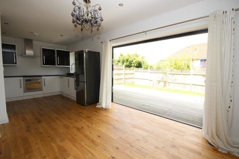 3 bedroom detached house to rent - Canons Close, BA2 2LN