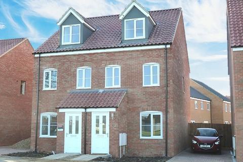 3 bedroom townhouse for sale - Barley Close, Harleston, Norfolk