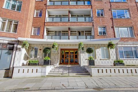 Studio to rent - 35 Buckingham Gate, London, SW1E 6PA