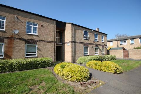 2 bedroom flat to rent - Rush Grove, Cambridge
