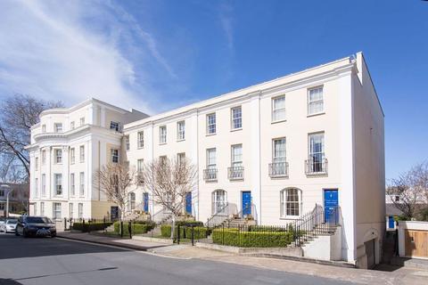 3 bedroom flat to rent - Wellington Place GL52 6DG