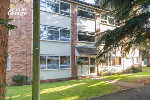 2 bedroom flat to rent - Conifer Court, Moseley, B13 8NB